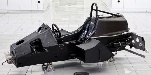 monocoque_first_carbon_mclaren_mp4_1